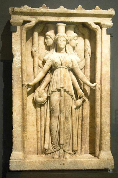 Jej najbardziej znane przedstawienie wykonał Alkamenes i było ono wielokrotnie kopiowane