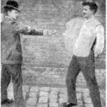 Test kamizelki kuloodpornej skonstruowanej przez Jana Szczepanika z kuloodpornej tkaniny Żeglenia. Rok 1901