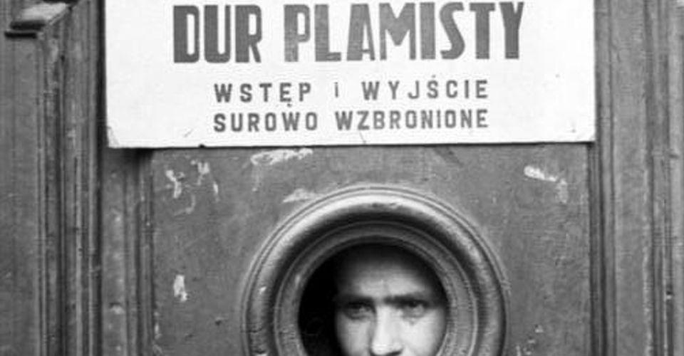 Kwarantanna w getcie warszawskim. Niemieckie zdjęcie propagandowe, maj 1941 r.