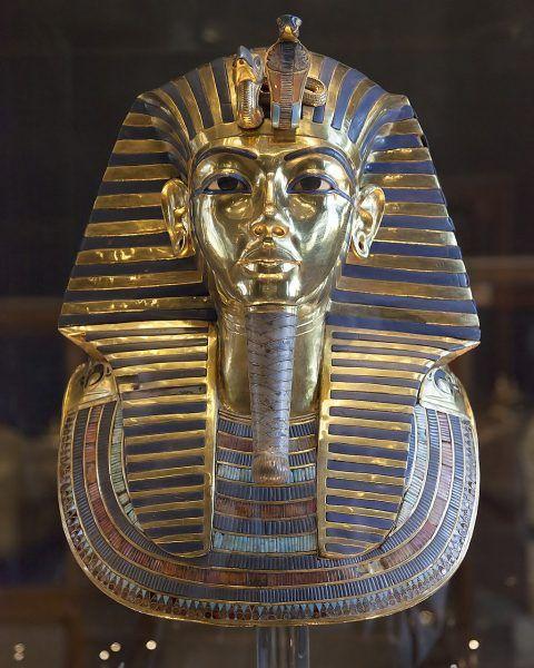 Najbardziej znaną maską pośmiertną jest ta, która przykrywała zmumifikowaną głowę Tutanchamona