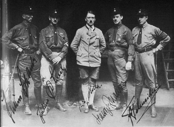 Adolf Hitler ze swoimi ochroniarzami