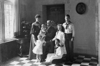 Aleksander II z kochanką Katarzyną, synem Jerzym i córką Olgą