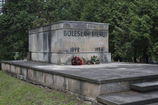 Komu tak naprawdę wyprawiono uroczysty pogrzeb w 1956 roku? Bierutowi czy jego sobowtórowi?