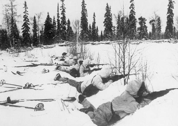 Fińscy narciarze na pozycjach obronnych
