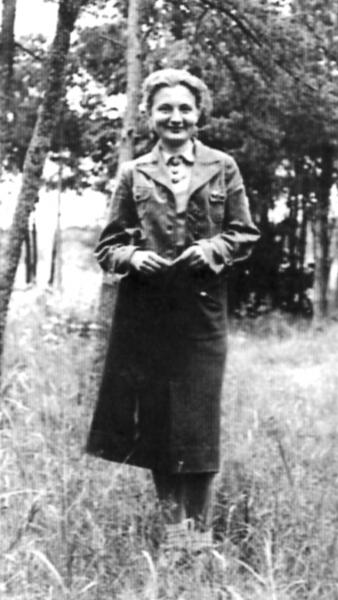 Halina w okresie pracy konspiracyjnej w Kaliskiem, 1941 r.