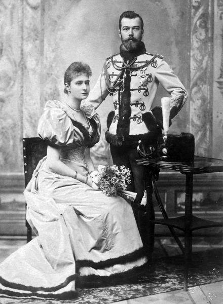 Oficjalne zdjęcie cesarzewicza Mikołaja i księżniczki heskiej Alicji po ogłoszeniu ich zaręczyn