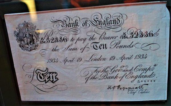 Sfałszowany banknot dziesięciofuntowy