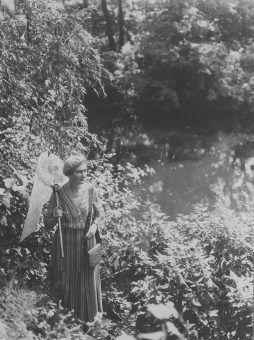 Michalina Isaakowa z siatką na motyle na wycieczce entomologicznej,