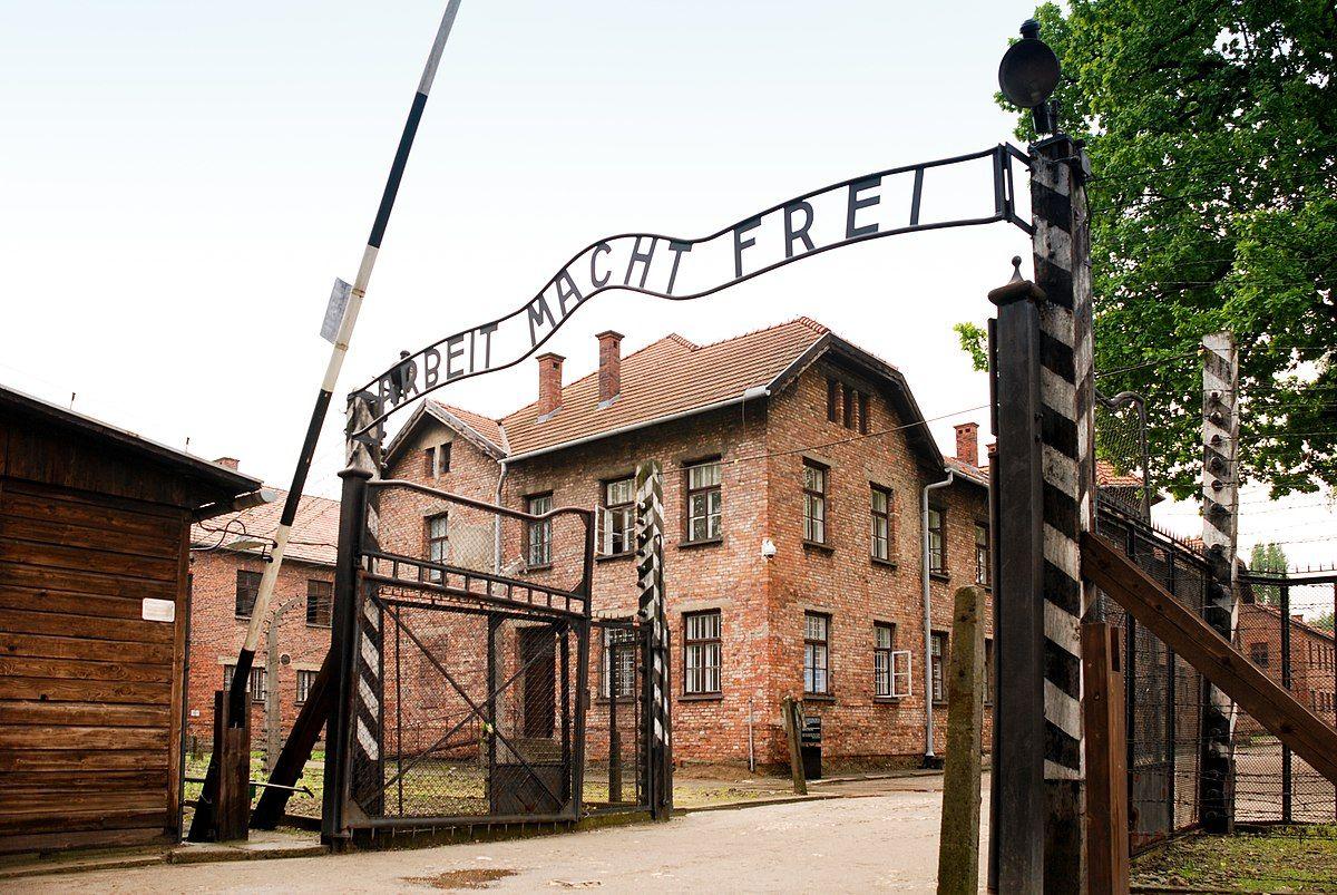 Armia podziemna nie dysponowała w tym czasie zbyt szczegółową wiedzą na temat Auschwitz.