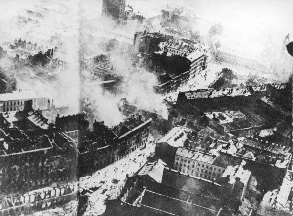 Płonące Krakowskie Przedmieście,Warszawa, wrzesień 1939 rok