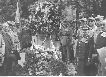 Uroczystości pogrzebowe księdza Ignacego Skorupki przyciągnęły prawdziwe tłumy