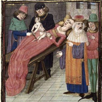 Gdy po 12 godzinnych trudach kobieta urodziła córkę, jej sypialnię doszczętnie wypełnili ludzie i królowa zemdlała. Dopiero po kilku minutach zauważono, że Maria Antonina jest nieprzytomna i otworzono okno.