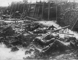 Skutki ataku gazowego w czasie bitwy pod Fromelles w 1916 roku.