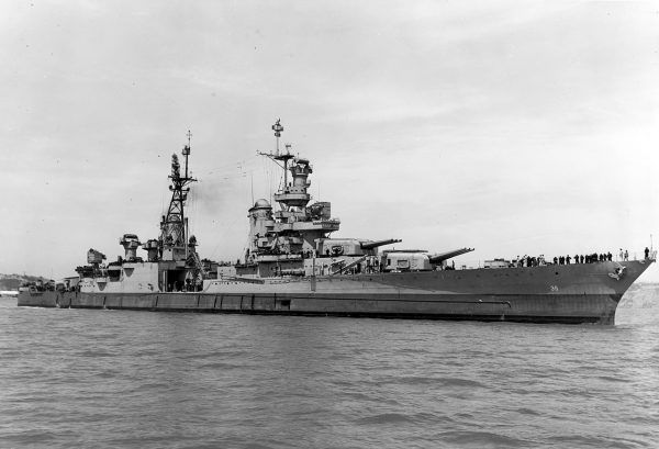 USS Indianapolis wracał ze swojej ściśle tajnej misji – na jego pokładzie przetransportowano kluczowe elementy bomby atomowej Little Boy,