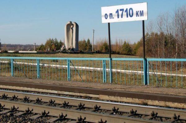 Wszystkie pociągi przejeżdżające przez 1710 km Magistrali Transsyberyjskiej zatrzymują się, by złożyć hołd ofiarom.