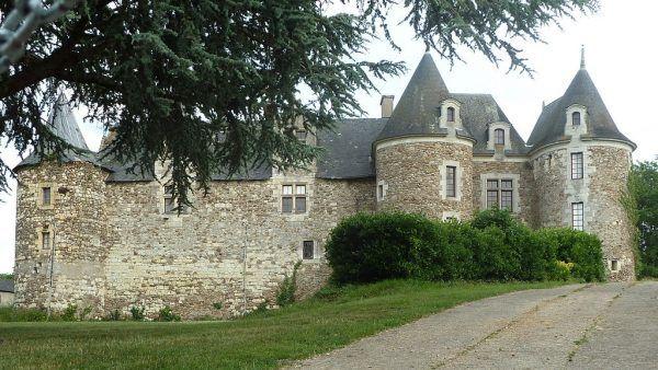 Jeden z zamków należących do Gilles'a de Rais.