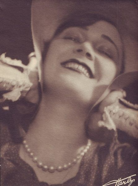 Czechowa zdobyła popularność jako aktorka kina niemego w latach 20.