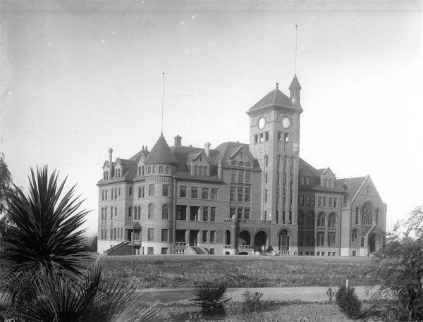 Kalifornijska placówka korekcyjna, w której osadzono Sanforda Clarka.