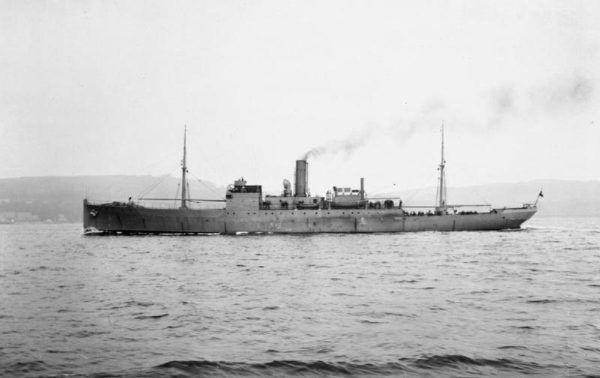 Zdjęcie brytyjskiego statku HMS Coreopsis klasy Anchusa .