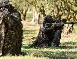 Izrael musi mieć nowoczesną broń, doskonały wywiad i przewagę technologiczną nad krajami sąsiednimi. Musi być też związany silnym sojuszem z jednym ze światowych mocarstw