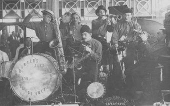 Orkiestra jazzowa podczas występu w Zakopanem, Źródło: Narodowe Archiwum Cyfrowe, 1925-1939