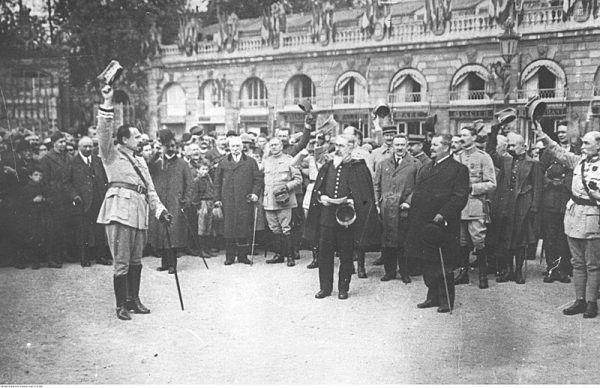 Wielkopolscy żołnierze dzielili poglądy antysemickie z kolegami z Błękitnej Armii (na zdj. polskie wojska we Francji witają gen. Józefa Hallera w lipcu 1918 roku.