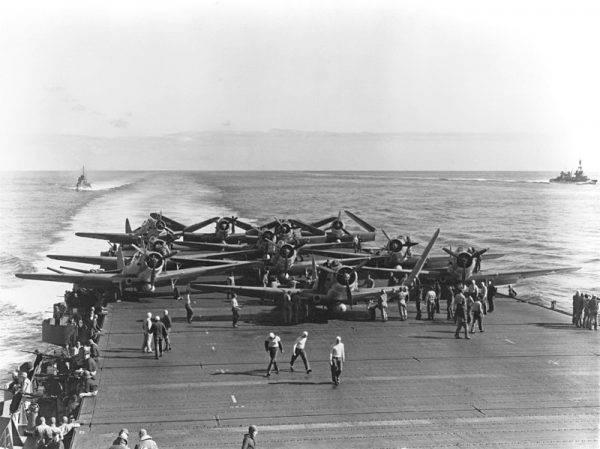 """Samoloty torpedowe TBD-1 dywizjonu VT-6 na pokładzie USS """"Enterprise"""""""