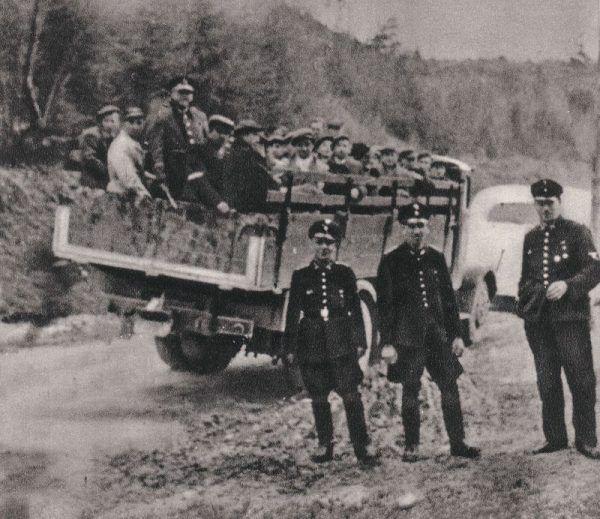 Polscy rolnicy z województwa krakowskiego transportowani na roboty przymusowe do III Rzeszy
