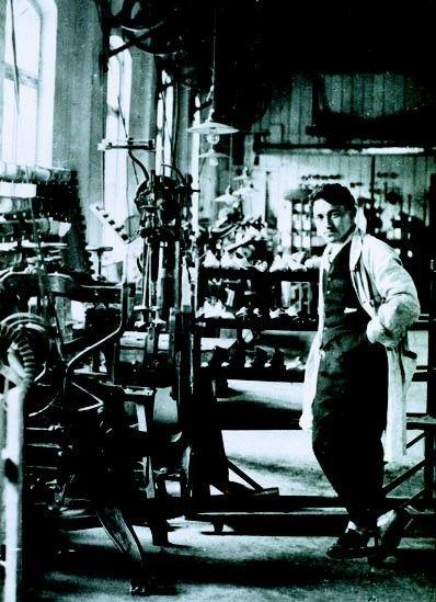 Adi Dasller w swojej pierwszej fabryce
