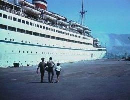 """""""Admirał Nachimow"""" w porcie 31 sierpnia 1986 roku. Tego samego wieczora statek zatonął."""