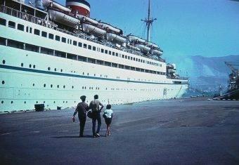 """""""Admirał Nachimow"""" w porcie 31 sierpnia 1986 roku. Wieczorem tego dnia statek zatonął."""