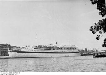 """MS """"Wilhelm Gustloff"""" w Szczecinie jako okręt szpitalny, 1939"""