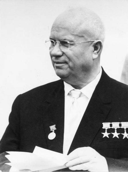 Pierwotnie Chruszczow zażyczył sobie bombę o mocy 100 megaton