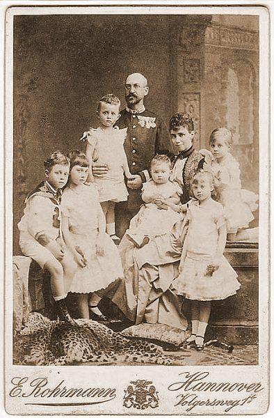 Księżniczka Thyra z mężem i dziećmi.
