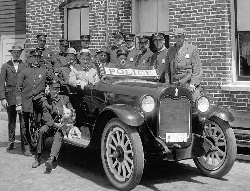 Funkcjonariusze LAPD w latach 20. XX wieku.