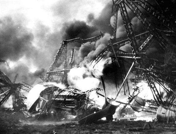 Szczątki Hindenburga po katastrofie.