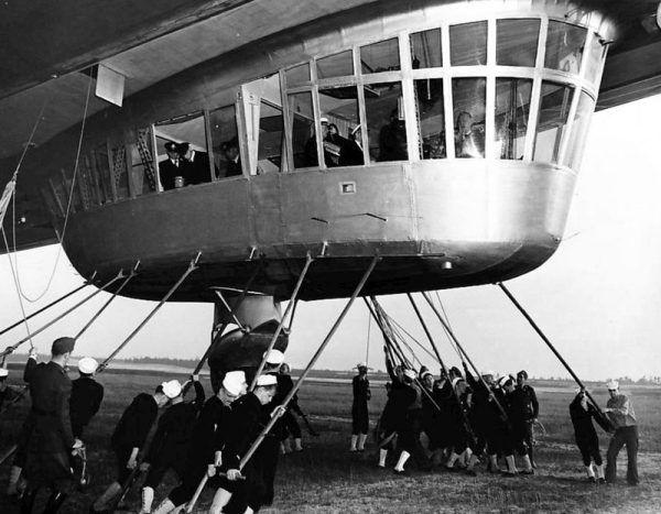 Pierwsze lądowanie Hindenburga w USA.