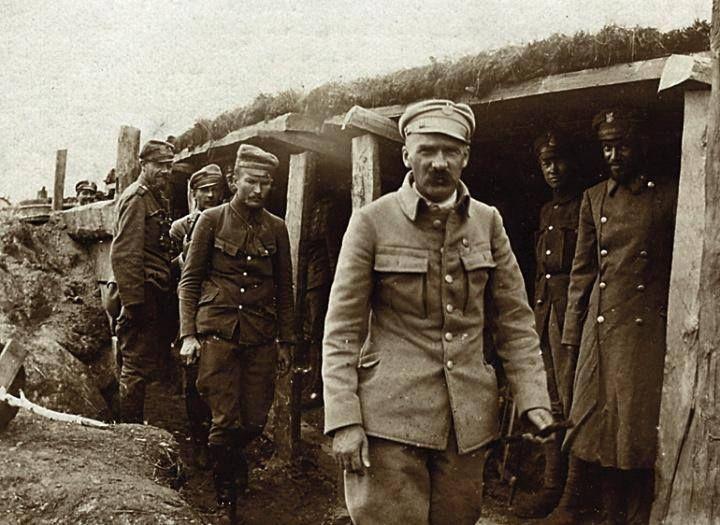 Józef Piłsudski w okopach na Wołyniu 1916
