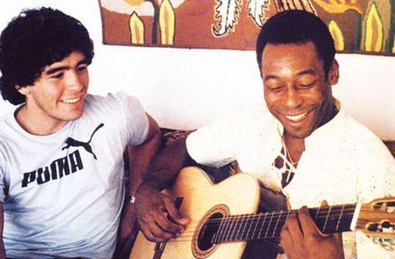 Pele i Diego Maradona, legendy piłki nożnej, które reprezentowały Pumę.