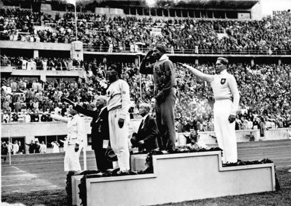 Jesse Owens startował na igrzyskach olimpijskich w Berlinie w 1936 roku w butach Adidasa.