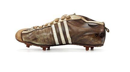 W tych korkach adidasa reprezentacja RFN zdobyła Mistrzostwo Świata w 1954 roku
