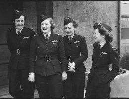 Dziś, gdy mundurem lotnika szczycą się głównie mężczyźni, one wbrew stereotypom również po niego sięgają. Oto losy dziewczyn, którym wyrosły skrzydła.