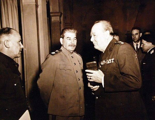 Jeszcze przed napaścią Niemiec na ZSRR Churchilla i Stalina łączyły pośrednie i bezpośrednie kontatky