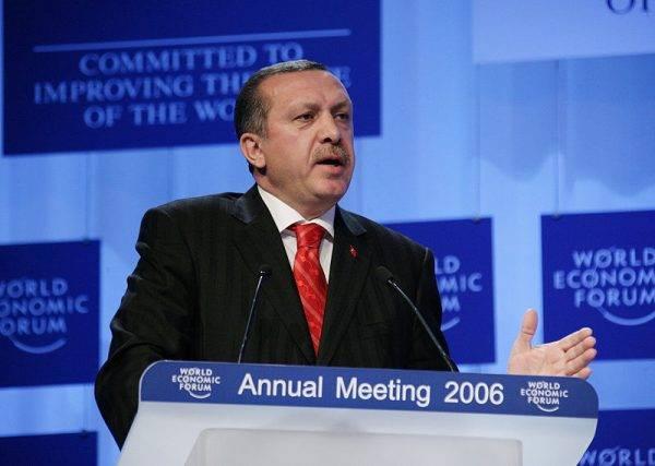 Gdy Partia Sprawiedliwości i Rozwoju (AKP) Recepa Tayyipa Erdoğana doszła do władzy, rozpoczęto zakrojony na szeroką skalę projekt przebudowy kraju.