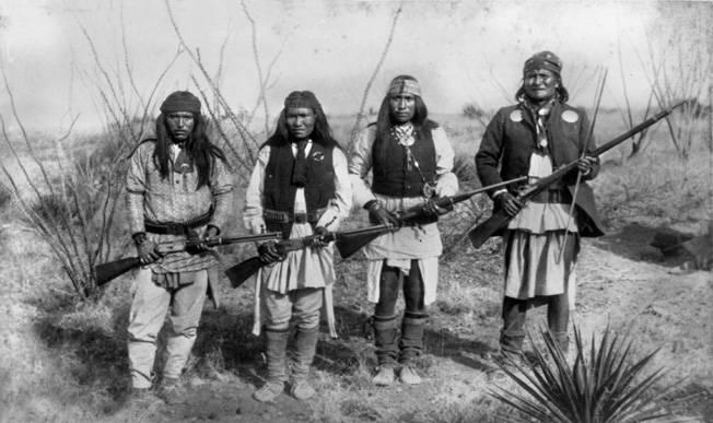 Wśród Indian nie brakowało żądnych krwi wojowników (na zdj. Geronimo i jego kompani)