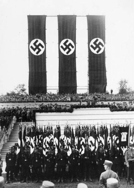 Ukształtowanie się niemieckiego militaryzmu i jego przymierze z Hitlerem wydają się nieuniknione.