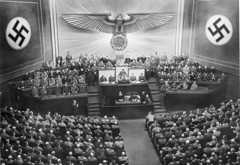 Część historyków uważa, że nawet bez Hitlera nacjonaliści przejęliby władzę w Niemczech.