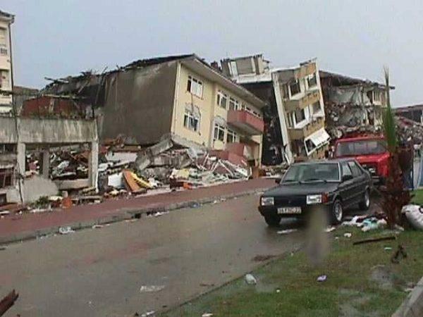 Zniszczone budynki w Izmicie