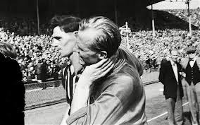 W 75. minucie, przy stanie 3:1 dla Manchesteru Trautmann rzucił się pod nogi Petera Murphy'ego. Ten stratował bramkarza, uderzając go kolanem w szyję.