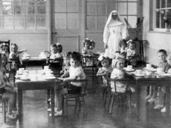 Placówka w Tuam oferowała pomoc kobietom w nieślubnych ciążach. Prowadzona w latach 1925–1961 stanowiła jeden z wielu ośrodków w Irlandii opłacanych przez rząd, a zarządzanych przez katolickie instytucje.